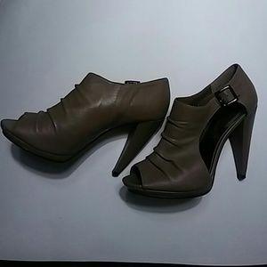 Steven by Steve Madden open toe heels sz9. Leather